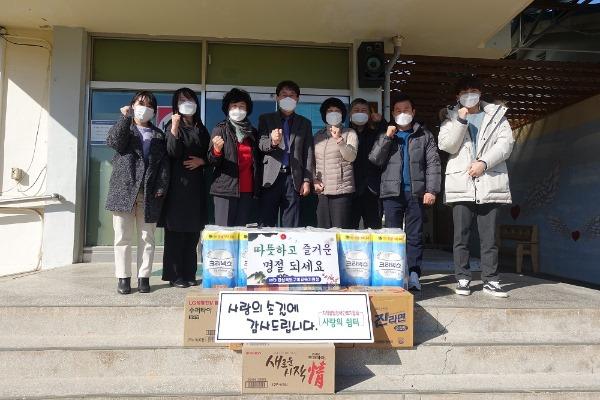 [행정지원과] 2021 구미교육지원청 설맞이 복지시설 위문품 전달2.JPG