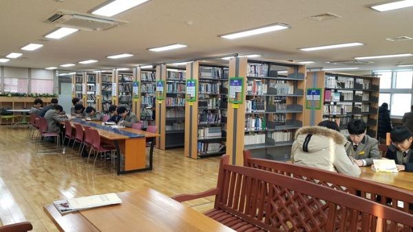 1.경북교육청, 학교도서관을 소통과 포용의 공간으로03(군위중학교 도서관 현대화 사업).jpg