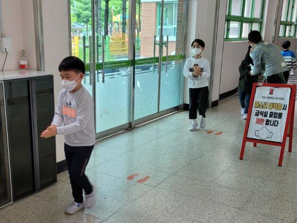 [평생교육건강과] 구미교육지원청 학교 방역실태 특별점검 실시1.jpg