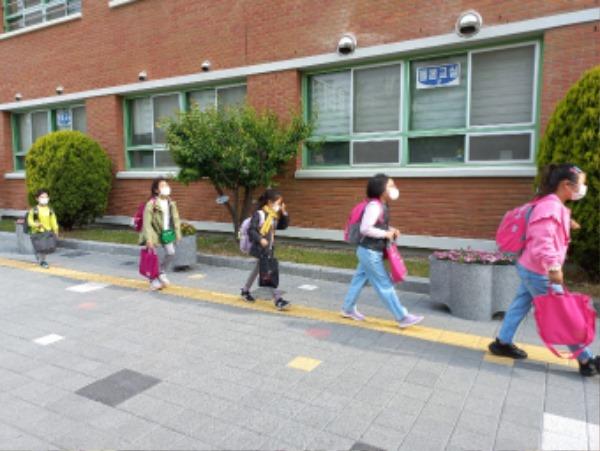 [평생교육건강과] 구미교육지원청 학교 방역실태 특별점검 실시3.jpg