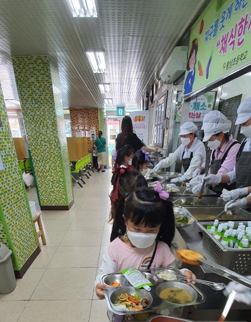 [황상초] 채식한끼데이-채식급식의날 운영3.jpg