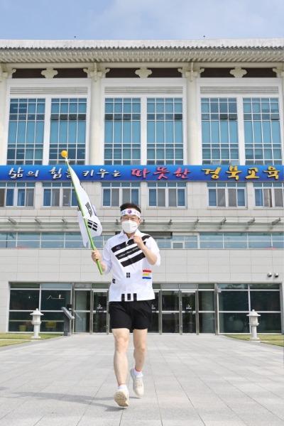 3.경북교육청, 독도 릴레이 마라톤 열기 뜨거워 01(임종식 교육감 독도 마라톤 릴레이).jpg